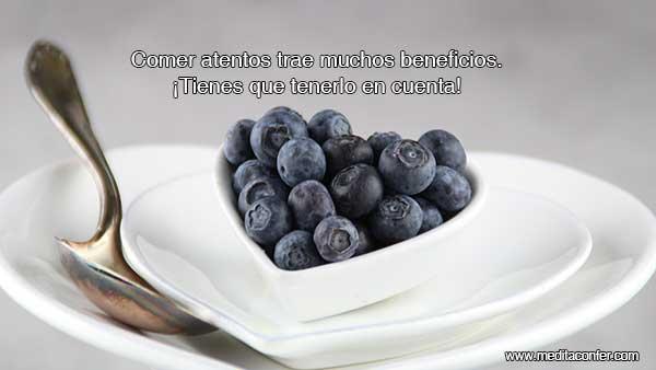 Necesitamos comer para sobrevivir, pero comer atentos nos va a dar mucha más vida.